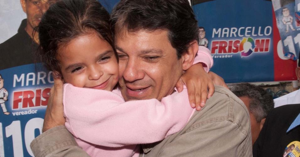 25.set.2012 - O candidato à prefeitura de São Paulo pelo PT, Fernando Haddad, fez caminhada no bairro do Itaim Paulista, zona leste de São Paulo
