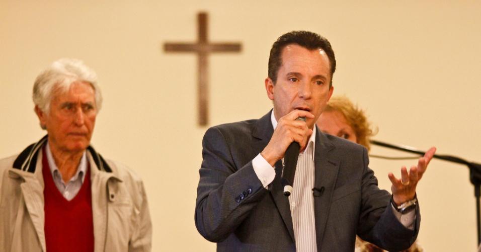 25.set.2012 - O candidato do PRB à Prefeitura de São Paulo, Celso Russomanno, discursa durante encontro com eleitores da terceira idade, na Vila Prudente, zona leste da capital