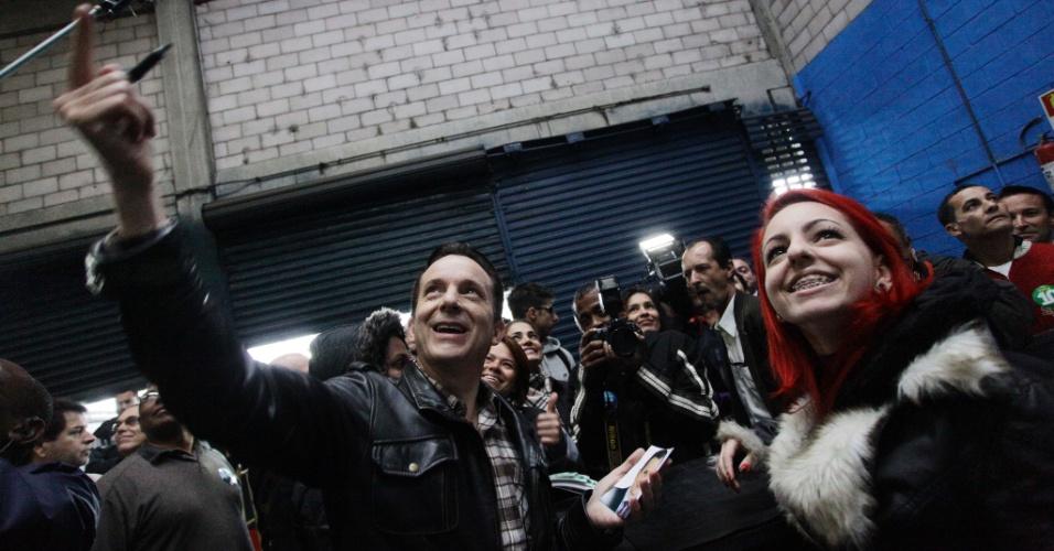 26.set.2012 - Celso Russomanno, candidato do PRB à Prefeitura de São Paulo, visitou na manhã desta quarta-feira o terminal de cargas Fernão Dias, na Vila Medeiros, zona norte da capital