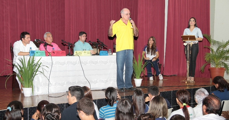 26.set.2012 - Serafim Corrêa (PSB) participou de evento no Colégio Nossa Senhora Auxiliadora e expôs suas propostas para professores e alunos