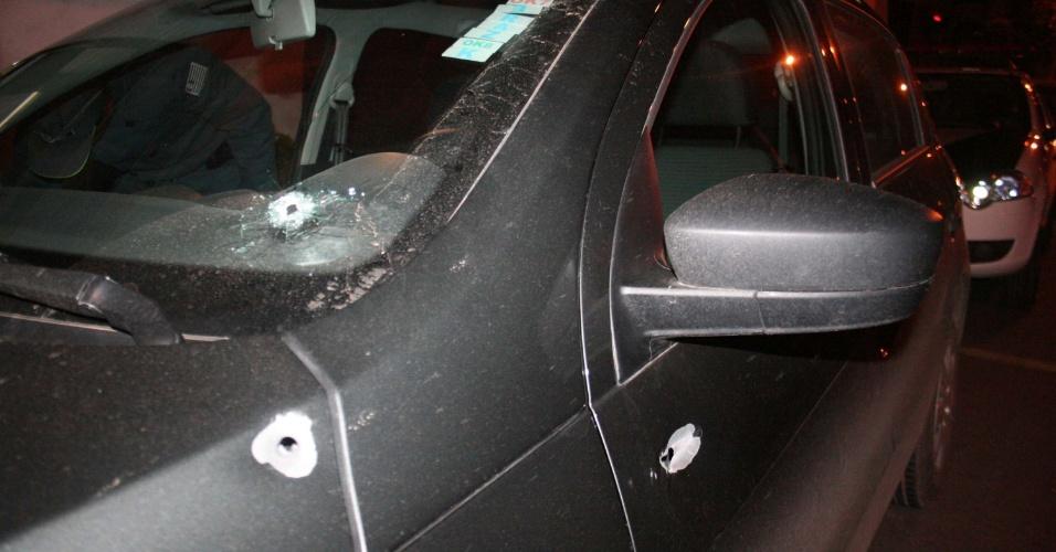 26.set.2012 - O candidato do DEM à Prefeitura de Atibaia (SP), Professor Wanderley, foi vítima de uma tentativa de assassinato na noite desta quarta-feira. O carro em que ele estava foi atingido por sete tiros no bairro Maracanã, área rural da cidade