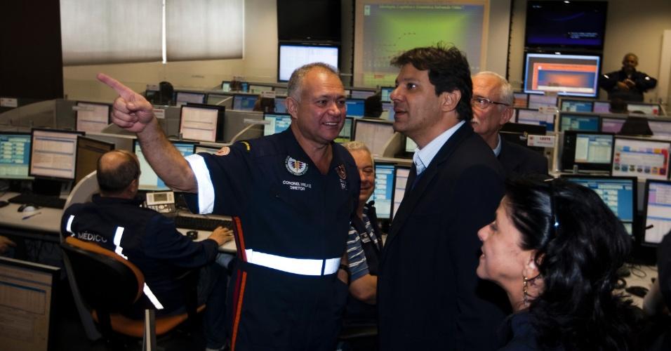 27.set.2012 - Fernando Haddad, candidato do PT à Prefeitura de São Paulo, visitou a unidade central do SAMU (Serviço de Atendimento Móvel de Urgência), no bairro do Bom Retiro, região central da capital