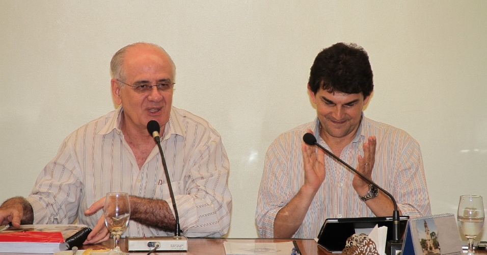 27.set.2012 - Serafim Corrêa (à esq.), candidato do PSB à Prefeitura de Manaus, apresentou suas propostas na manhã desta quinta-feira em encontro com integrantes do Sindicato da Indústria da Construção Civil do Amazonas