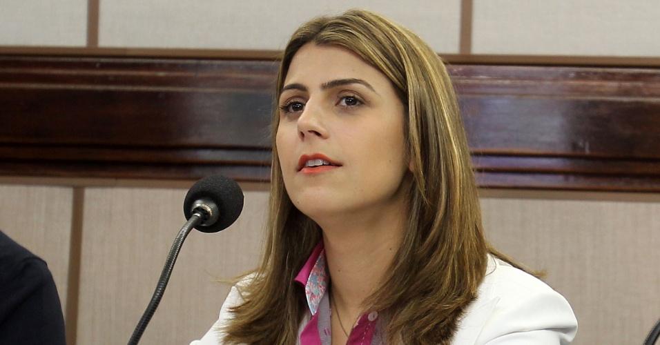 28.set.2012 - Manuela D'Ávila, candidata do PC do B à Prefeitura de Porto Alegre, participa de debate promovido pela Rede Record, Jornal Correio do Povo e Rádio Guaíba, na capital gaúcha