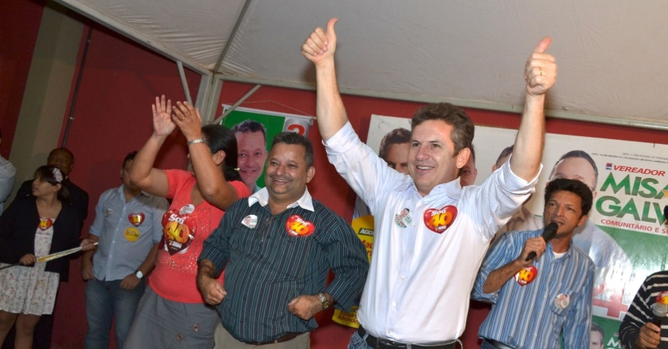 28.set.2012 - O candidato do PSB à Prefeitura de Cuiabá, Mauro Mendes, se reuniu com representantes do Shopping Popular no bairro CPA I. região sul da capital mato-grossense