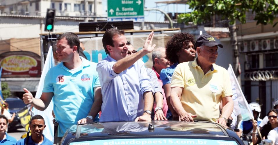 30.set.2012 - O candidato à reeleição para a Prefeitura do Rio de Janeiro, Eduardo Paes (PMDB), fez carreata pelas ruas do Méier, zona norte do Rio