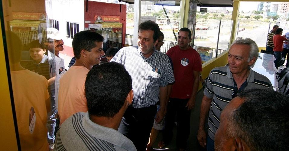 1.out.2012 - Carlos Eduardo, candidato do PDT à Prefeitura de Natal, se reuniu com dirigentes e adeptos do automobilismo em um kartódromo no bairro Lagoa Nova, na zona sul da capital potiguar