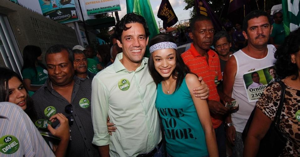 1º.out.2012 - O candidato do PSDB à Prefeitura do Recife, Daniel Coelho, fez campanha pelo bairro da Casa Amarela, na capital pernambucana