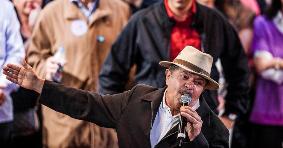 1º.out.2012 - O ex-presidente Luiz Inácio Lula da Silva discursa durante comício do candidato do PT à Prefeitura de São Paulo, Fernando Haddad. O evento marcou a estreia da presidente Dilma Rousseff em palanques eleitorais este ano