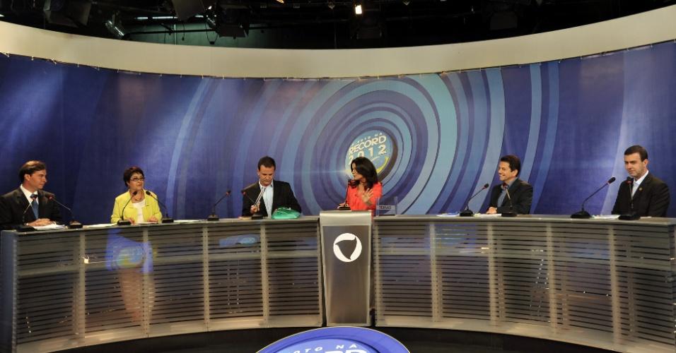 1°.out.2012 - Os candidatos à Prefeitura do Rio de Janeiro participam do debate da TV Record na noite desta segunda-feira. (Da esq. para a dir.) Rodrigo Maia (DEM), Aspásia Camargo (PV), Eduardo Paes (PMDB), Otávio Leite (PSDB) e Marcelo Freixo (PSOL)