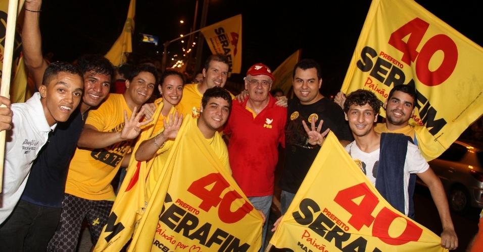 30.set.2012 - O candidato do PSB à Prefeitura de Manaus, Serafim Corrêa, participou de bandeiraço no bairro Eldorado, região central da capital amazonense