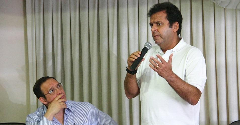 2.out.2012 - O candidato do PDT à Prefeitura de Natal, Carlos Eduardo, participou de sabatina promovida pelo Sindicato dos Odontólogos do Rio Grande do Norte