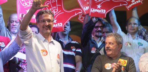 O ex-presidente Luiz Inácio Lula da Silva (à dir.) participa de comício ao lado de Jorge Lapas (à esq.)