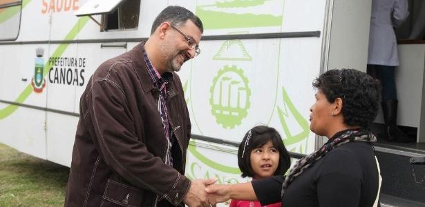 Com coligação formada por 17 partidos, Jairo Jorge (PT) (à esq.) se reelege prefeito de Canoas