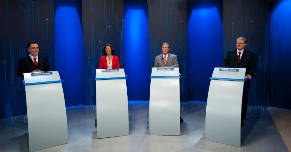 4.out.2012 - Os candidatos à Prefeitura de Belo Horizonte participam de debate da TV Globo na noite desta quinta-feira. (Da esq. para a dir.) Patrus Ananias (PT), Maria da Consolação (PSOL), Alfredo Flister (PHS) e Marcio Lacerda (PSB)