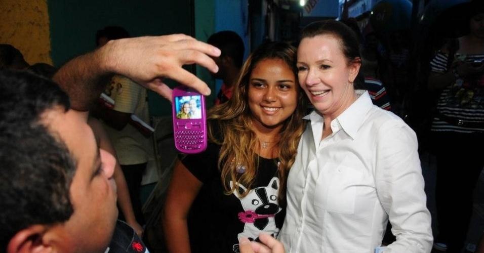 5.out.2012 - A candidata do PC do B à Prefeitura de Manaus, Vanessa Grazziotin, faz campanha no bairro do Alvorada, na capital amazonense