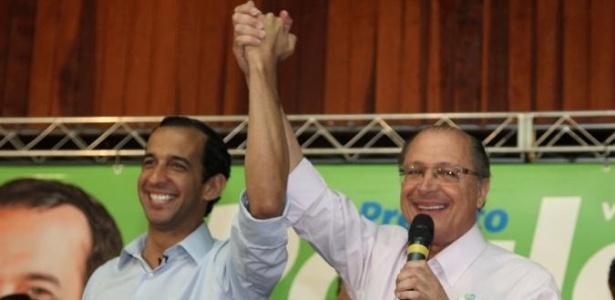 Paulo Alexandre Barbosa (à esq.) em evento de campanha com o governador tucano Geraldo Alckmin