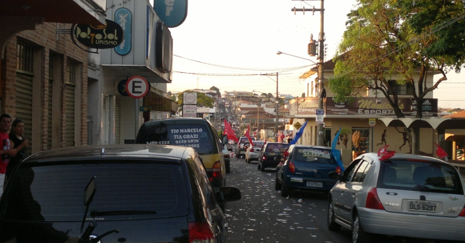 7.out. 2012  -  O eleitor Paulo da Silveira Leite enviou imagem de rua em Serrana (SP), perto de locais onde ocorrem votações, neste domingo