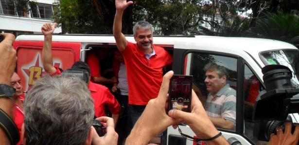 O candidato do PT à Prefeitura do Recife, Humberto Costa, votou por volta das 10h30