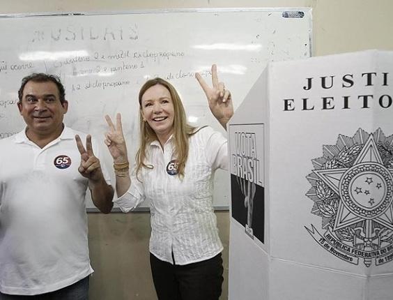 7.out.2012 - A candidata à Prefeitura de Manaus pelo PCdoB, Vanessa Grazziotin,  votou na Escola Estadual Sólon de Lucena, na Avenida Constantino Nery, bairro Chapada. Ela chegou ao local de votação por volta das 10h30 deste domingo (7). Na chegada, a candidata cumprimentou eleitores e posou para fotos.
