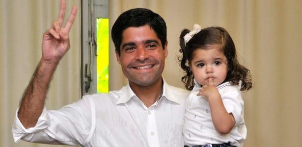 ACM Neto votou acompanhado pelas filhas em Salvador