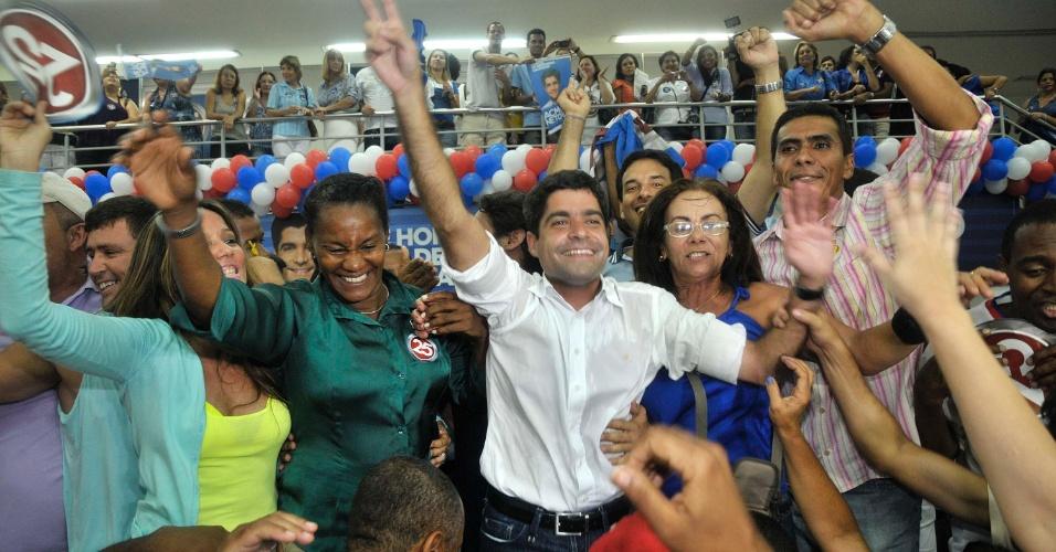 7.out.2012 - Candidato ACM Neto (DEM) comemora liderança na votação de Salvador (BA) e ida para o segundo turno, que disputará com Nelson Pelegrino (PT)
