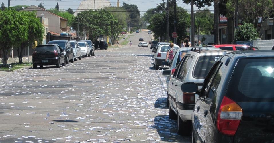 7.out.2012 -  Fotos tiradas pelo internauta Ivan Zuchi  em frente à escola Menino Jesus, na rua Júlio Cesar Ribeiro de Souza, bairro Hauer, zona Sul de Curitiba