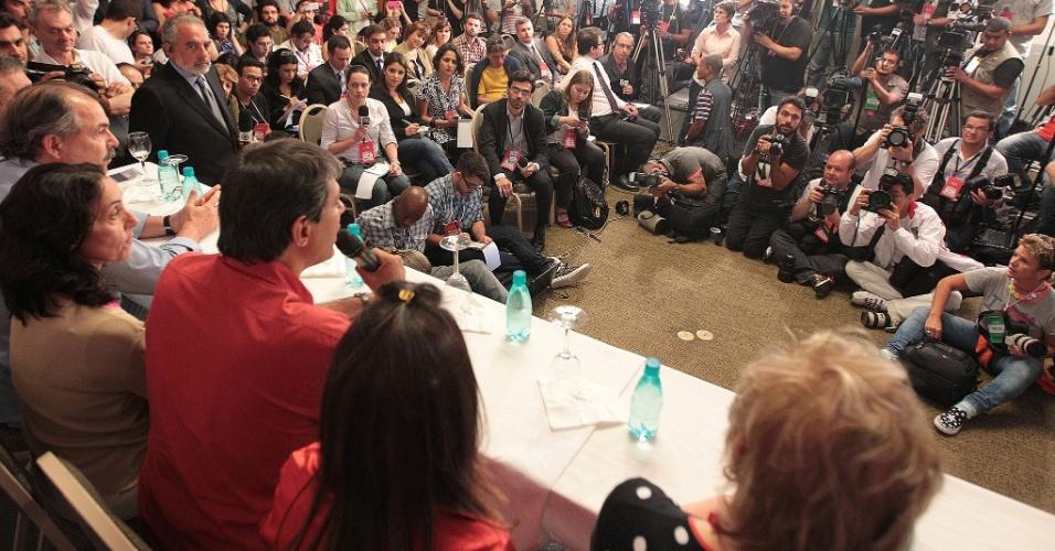 7.out.2012 - O candidato a prefeito pelo PT, Fernando Haddad, fala durante coletiva de imprensa sobre sua ida ao segundo turno nas eleições de São Paulo