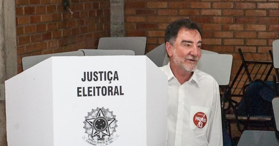 7.out.2012 - O candidato do PT à Prefeitura de Belo Horizonte, o ex-ministro Patrus Ananias diz confiar na oscilação das pesquisas para que haja segundo turno na eleição da cidade