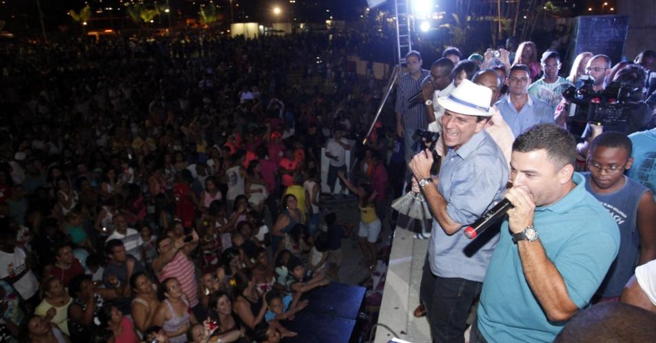 7.out.2012 - O prefeito Eduardo Paes comemora com festa sua reeleição no Parque de Madureira, zona norte do Rio de Janeiro