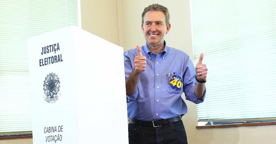 7.out.2012 - Prefeito de Curitiba e candidato à reeleição, Luciano Ducci (PSB) diz que ascensão de Ratinho Jr. deve preocupar cidade