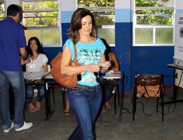 7.out.2012 - William Bonner e Fátima Bernardes votam nessa manhã, na Barra da Tijuca