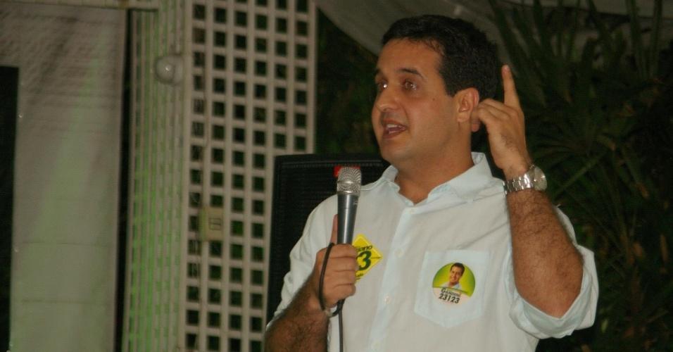 1.out.2012 - O candidato a vereador Fabrício Gandini