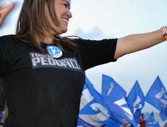 23.set.2012 - A candidata a vereadora Aline Gurgel