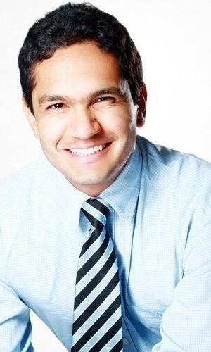 2.jul.2012 - O candidato João Emanuel