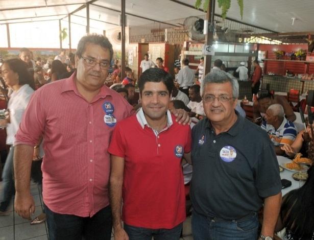 31.jul.2012 - Carlos Muniz, ACM Neto e Valter Pontes em almoço em Salvador