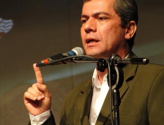 7.ago.2012 - O candidato a vereador Iran Barbosa