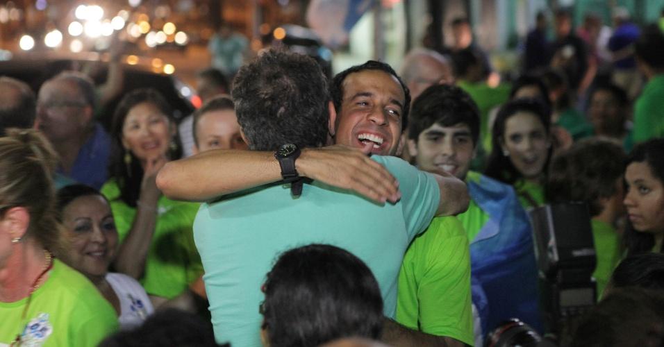 7.ou.2012 - Com 58% dos votos, o candidato Paulo Alexandre Barbosa (PSDB) foi eleito o novo prefeito de Santos, litoral paulista