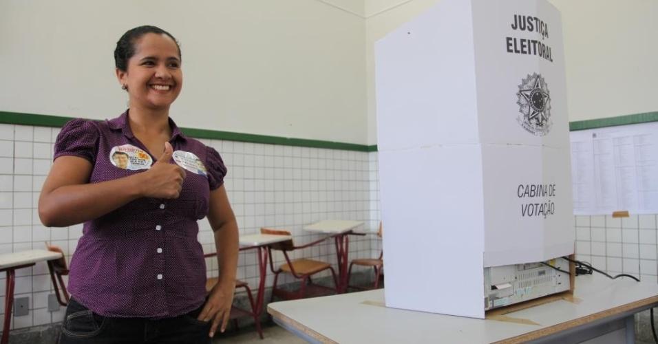 7.out.2012 - A candidata a vereadora Amanda Gurgel
