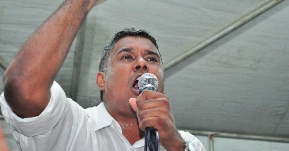 7.out.2012 - O candidato a vereador Júlio Cezar Medeiros
