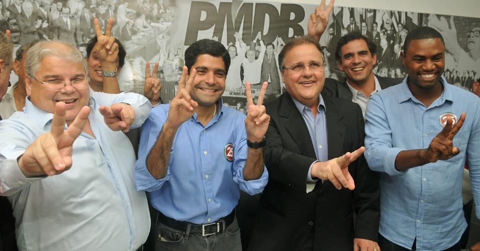 10.out.2012 - ACM Neto, candidato do DEM à Prefeitura de Salvador, recebeu o apoio do PMDB baiano no segundo turno, contrariando a aliança nacional que base aliada do PT