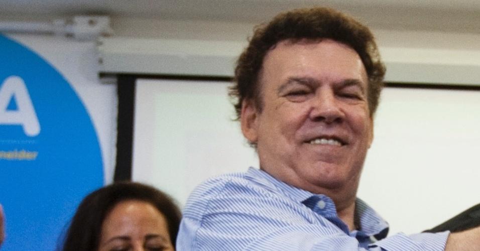 11.out.2012 - José Serra (centro), candidato do PSDB à Prefeitura de São Paulo, recebeu o apoio do PTB, partido liderado por Campos Machado (à esq.), e de Flávio D'Urso, que era candidato a vice na chapa de Celso Russomanno (PRB). Russomanno decidiu ficar neutro na disputa