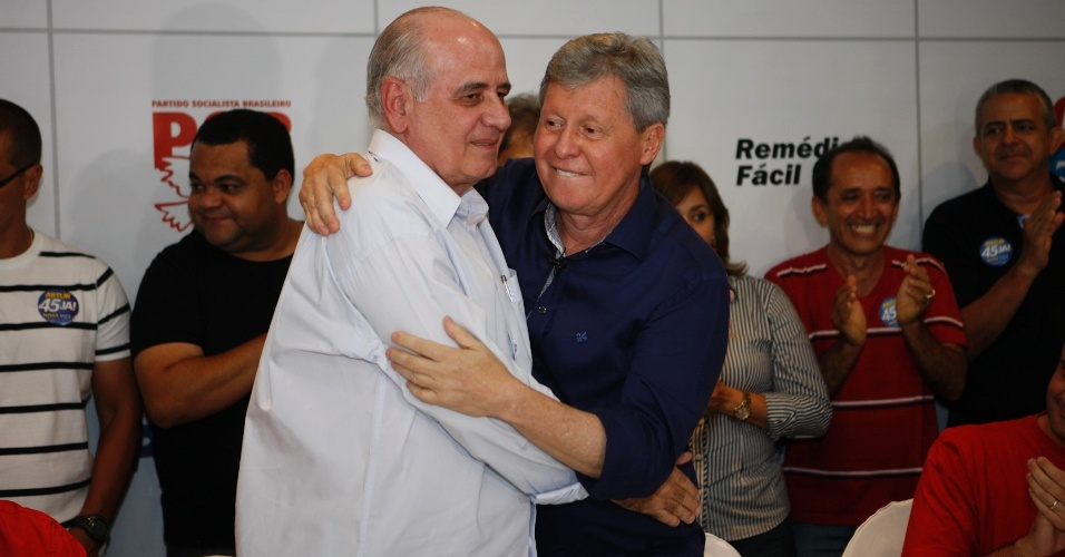 11.out.2012 - Serafim Corrêa, candidato do PSB à Prefeitura de Manaus no primeiro turno, anunciou apoio ao candidato Arthur Virgílio (PSDB), que segue na disputa enfrentando Vanessa Grazziotin (PC do B). Serafim disse que o PSB não tem nada contra a candidata, mas optou por uma questão política de que