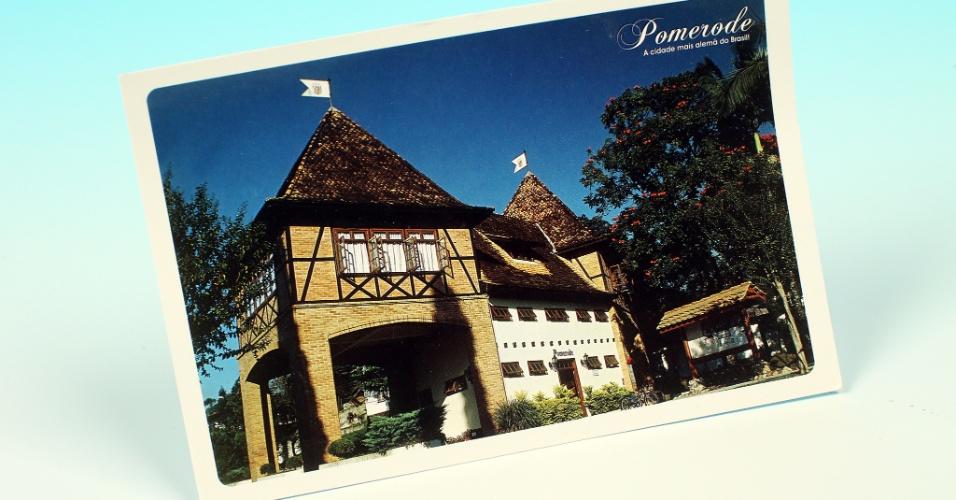 """14.out.2012 - Cartão postal mostra pórtico de Pomerode, a cidade mais alemã do Brasil. O """"UOL pelo Brasil"""" relatou que os candidatos falam alemão para conquistar a confiança do eleitor"""
