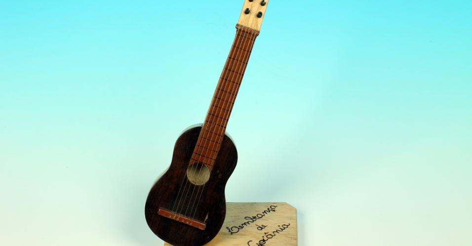 14.out.2012 - O violão lembra que Goiânia é a origem de algumas das duplas sertanejas mais conhecidas do país. A cidade foi tema de reportagem sobre o contraste dela com municípios vizinhos