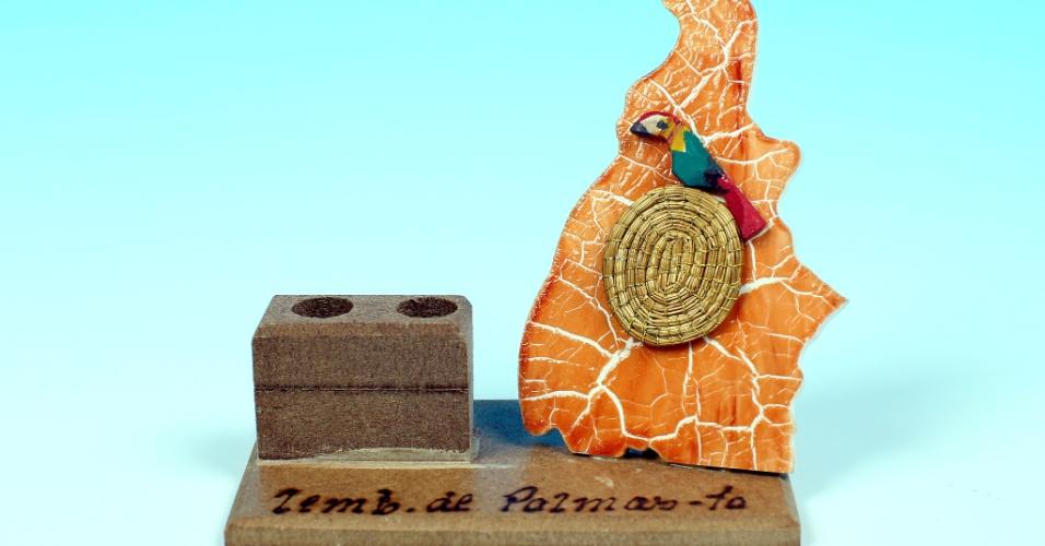 """14.out.2012 - Porta-caneta serve de souvenir para Palmas, a capital de Tocantins. No Estado, a cidade visitada pela série """"UOL pelo Brasil"""" foi Fortaleza do Tabocão, que teve eleição de candidato único"""