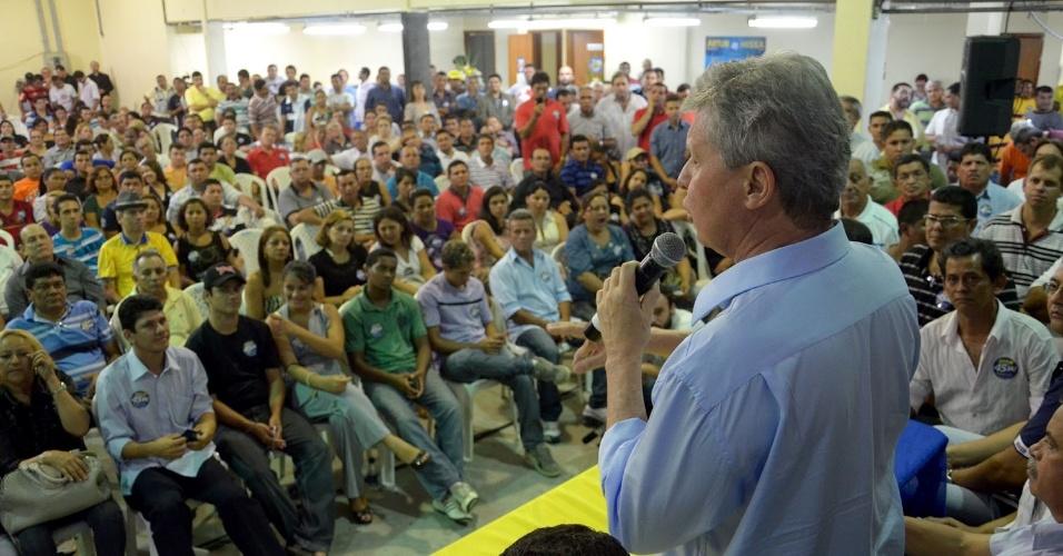 14.out.2012 - Arthur Virgílio, candidato do PSDB à Prefeitura de Manaus, discursa durante encontro com representantes do PDT, PHS, PRTB, PTN, PV, PRP, PSDC, DEM, PTC, PSB e PR, partidos aliados à sua candidatura