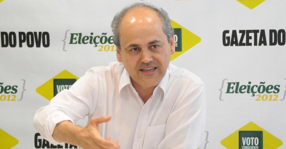 13.set.2012 - O candidato do PDT à Prefeitura de Curitiba, Gustavo Fruet, concede uma entrevista ao jornal
