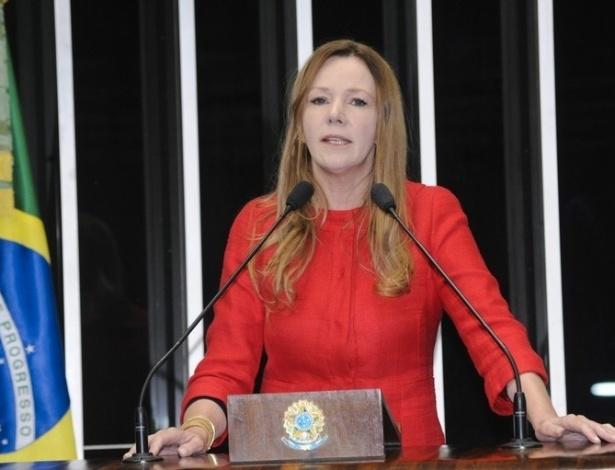 16.out.2012 - Sem agenda de campanha em Manaus, a senadora Vanessa Grazziotin (PC do B), que também é candidata à prefeitura da capital amazonense, esteve no Senado para regulamentação do sistema de cotas em universidades e escolas técnicas federais para alunos de escolas públicas