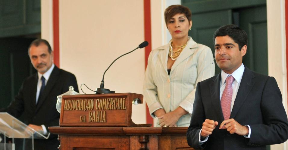17.out.2012 - Os candidatos à Prefeitura de Salvador participaram do 1º debate deste 2º turno, realizado pela Associação Comercial da Bahia e o jornal